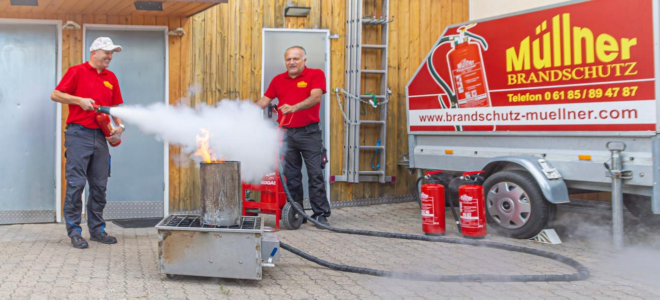 Müllner Brandschutz - Feuer löschen mit Feuerlöscher
